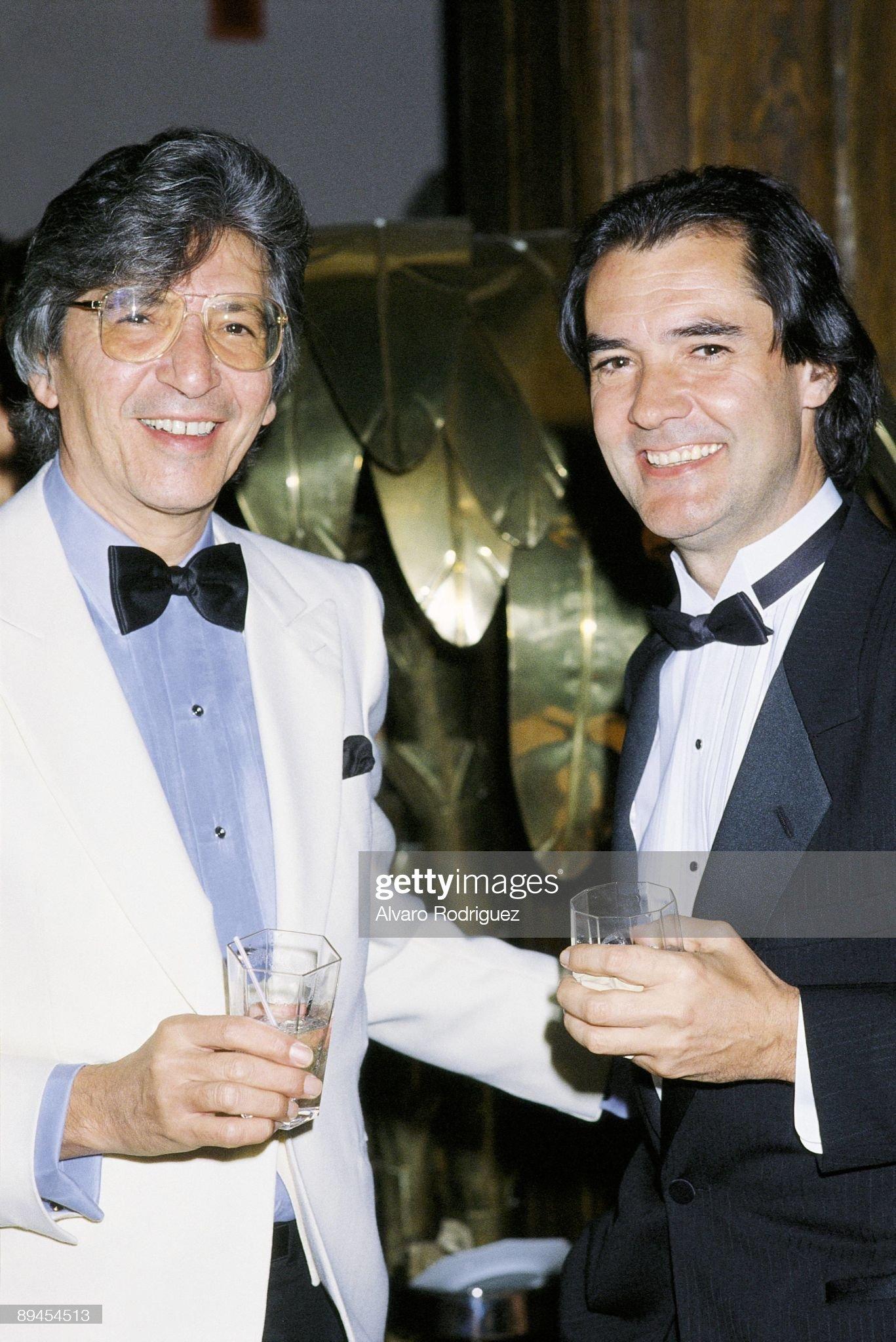 ¿Cuánto mide Manuel de la Calva y Ramón Arcusa? (Dúo Dinámico) - Altura - Página 10 Ramon-arcusa-next-to-manuel-alejandro-in-a-party-in-new-york-picture-id89454513?s=2048x2048
