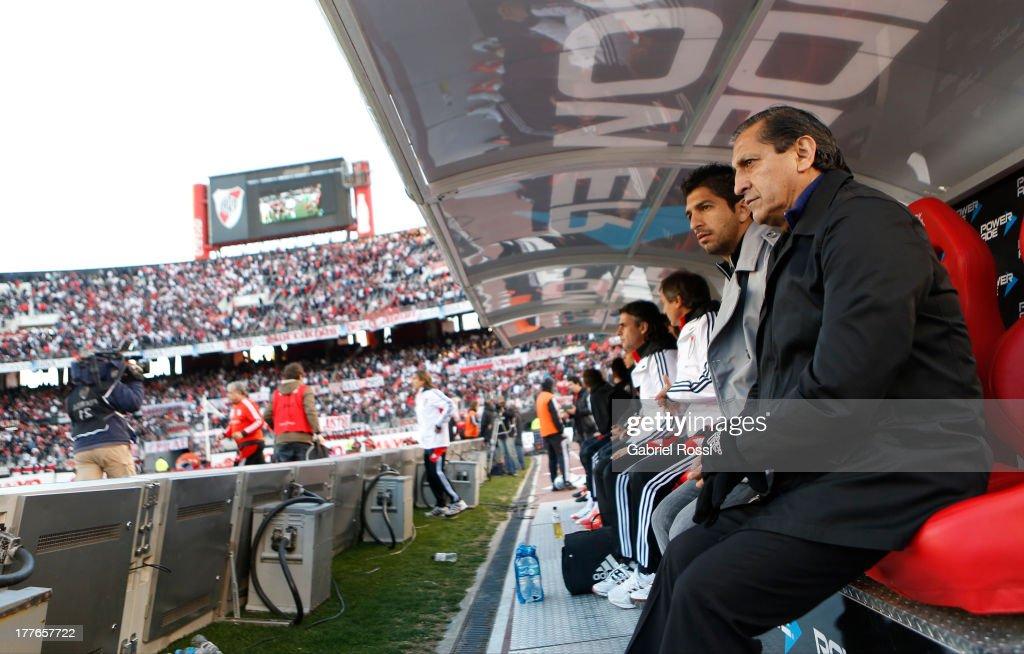River Plate v Colon - Torneo Inicial 2013 : ニュース写真