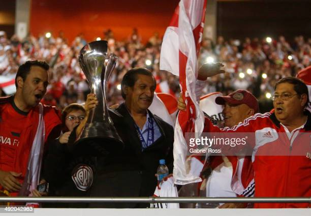 Ramon Diaz coach of River Plate holds the trophy at the end of Torneo Final 2014 after winning the match between River Plate and Quilmes as part of...