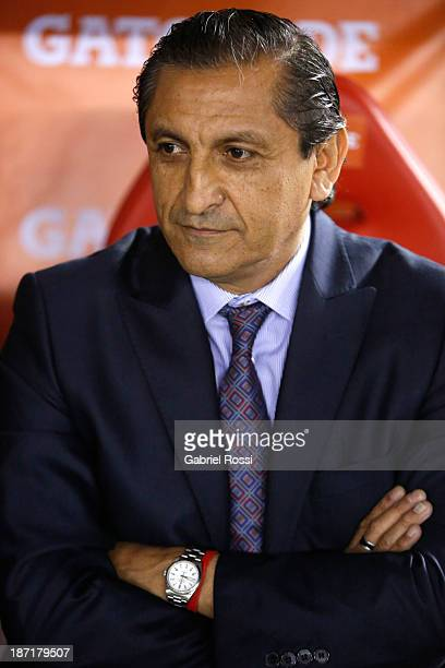 Ramon Diaz coach of River Plate looks on during a match between River Plate and Lanus as part of Copa Total Sudamericana at Antonio Vespucio Liberti...