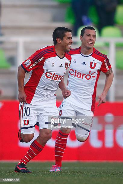 Ramo—n Fern‡andez of Universidad de Chile celebrates the first goal against Deportes Iquique during a match between Deportes Iquique and U de Chile...