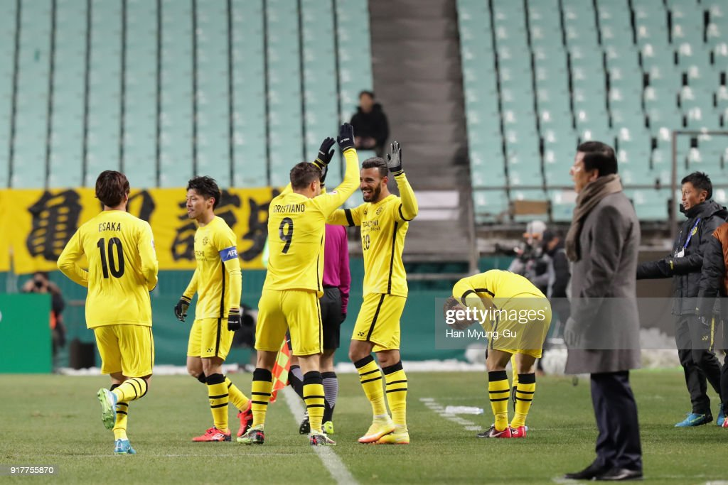 Ramon Lopes (C) of Kashiwa Reysol cleebrates scoring the opening goal with his team mates during the AFC Champions League Group E match between Jeonbuk Hyundai Motors and Kashiwa Reysol at the Jeonju World Cup Stadium on February 13, 2018 in Jeonju, South Korea.