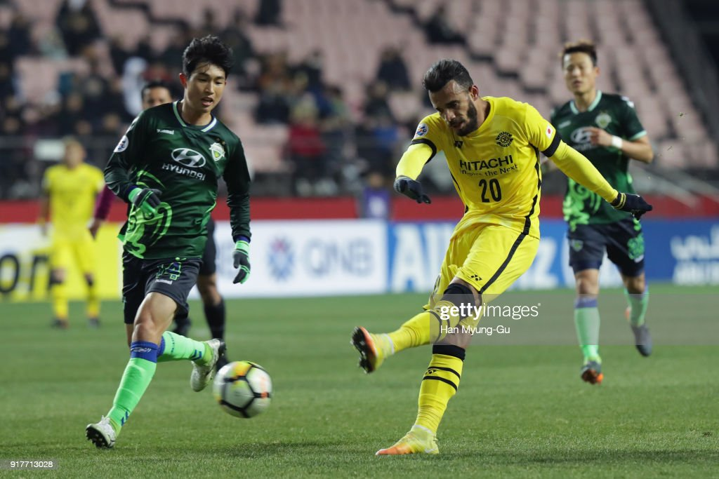 Ramon Lopes of Kashiwa Reysol shoots at goal during the AFC Champions League Group E match between Jeonbuk Hyundai Motors and Kashiwa Reysol at the Jeonju World Cup Stadium on February 13, 2018 in Jeonju, South Korea.