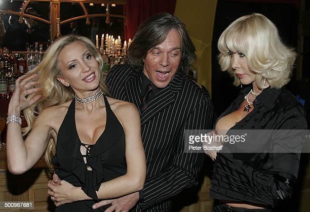Ramona Drews Ehemann Jürgen Drews Dolly Buster 'E C K A R T W I T Z I G M A N N Palazzo' Düsseldorf Benefizveranstaltung Benefiz Kette Halskette...