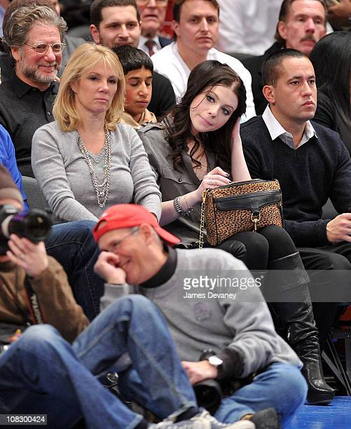 Ramona Singer Michelle Trachtenberg and David Spencer attend the Washington Wizards vs New York Knicks game at Madison Square Garden on January 24...