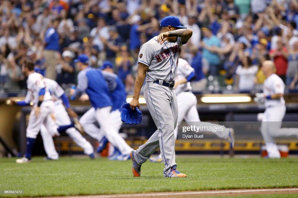 AJ Ramos #44 of the New York Mets walks off the field after giving up a walk to Travis Shaw #21 of the Milwaukee Brewers to force in the winning run in the tenth inning at Miller Park on May 25, 2018 in Milwaukee, Wisconsin.