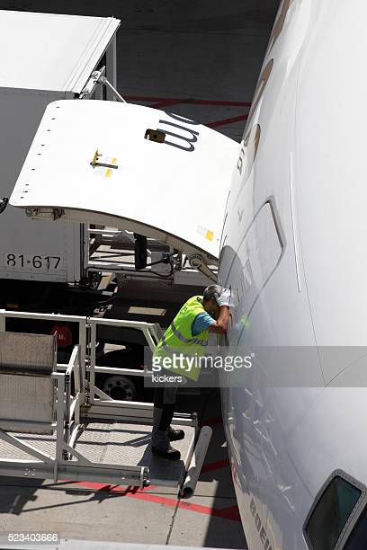 Auffahrt Agent Blick durchs Fenster des Flugzeugs Begrüßungsseite
