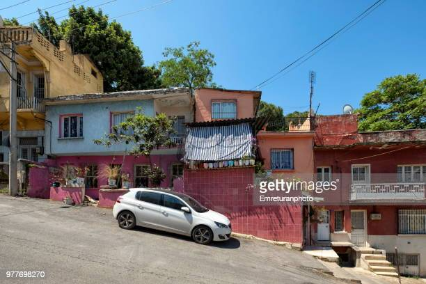 ramp road with a parked car and houses,izmir. - emreturanphoto stock pictures, royalty-free photos & images