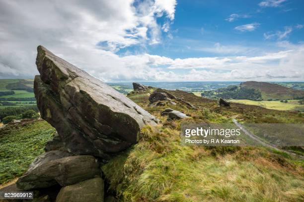 ramshaw rocks, the roaches, upper hulme, staffordshire - anhöhe stock-fotos und bilder