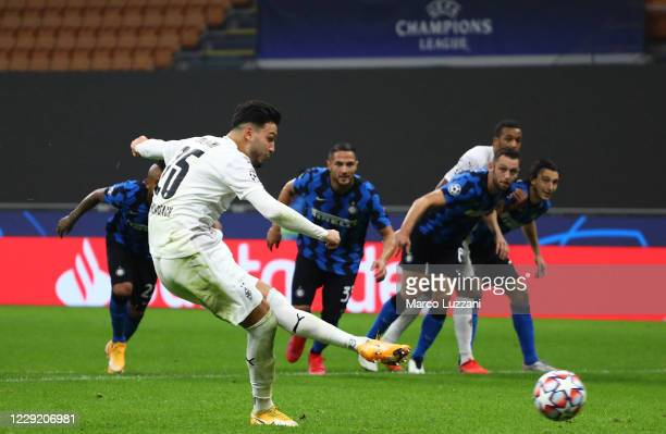 Ramy Bensebaini of Borussia Monchengladbach scores his goal from the penalty spot during the UEFA Champions League Group B stage match between FC...