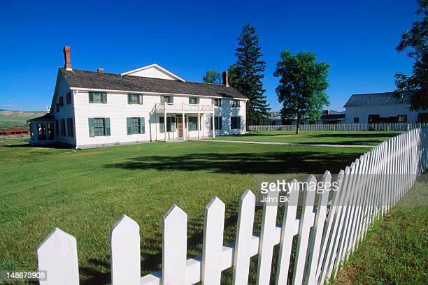 ranch house at grant-kohs ranch national historic site. - casa estilo rancho fotografías e imágenes de stock