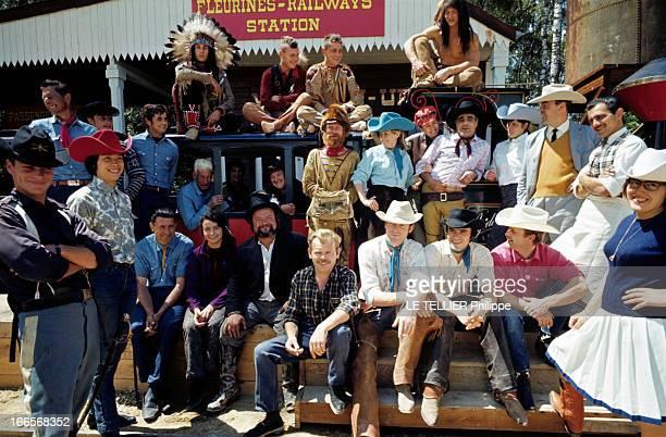 Ranches For Tourism And Recreation In France En France en 1966 dans un ranch reconstitué à Etrechy en Essonne un groupe d'hommes et de femmes...