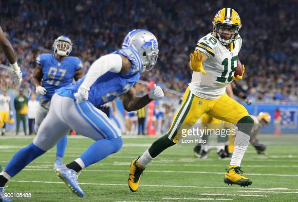 Randall Cobb of the Green Bay Packers runs for a touchdown against the Detroit Lions during the fourth quarter at Ford Field on December 31 2017 in...