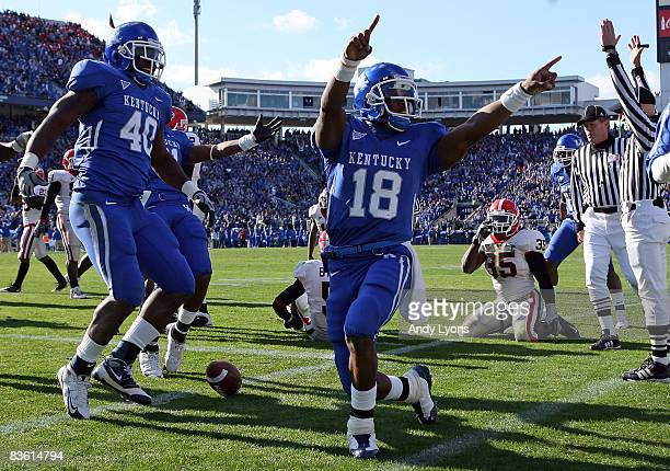 Randall Cobb of the Kentucky Wildcats celebrates a touchdown against the Georgia Bulldogs at Commonwealth Stadium on November 8, 2008 in Lexington,...