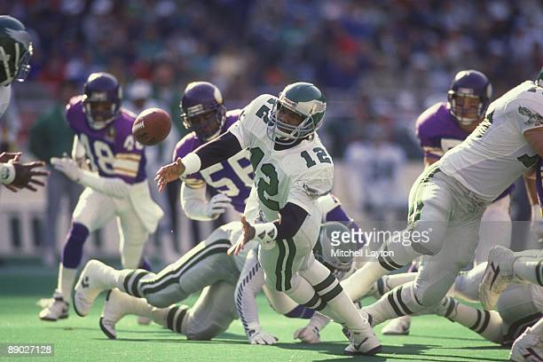 Randall Cunningahm of the Philadelphia Eagles pitches the ball during a NFL football game against the Minnesota Vikings on October 15 1991 at...