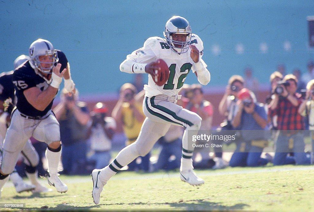Philadelphia Eagles v Los Angeles Raiders : News Photo