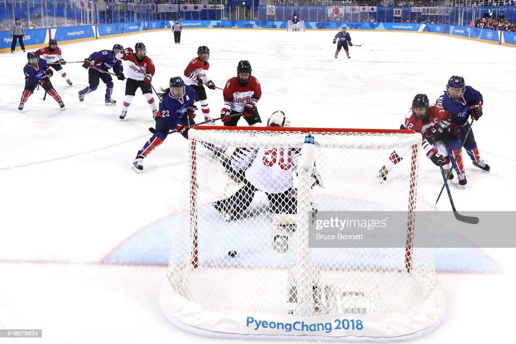 Ice Hockey - Winter Olympics Day 5 - Korea v Japan : News Photo