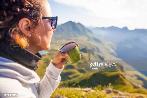 randonnée - une personne adulte boit du café - haute savoie stock pictures, royalty-free photos & images