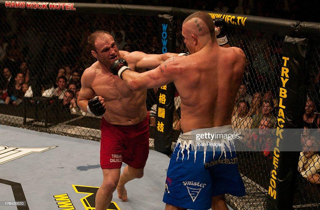 UFC 43: Couture v Liddell : News Photo