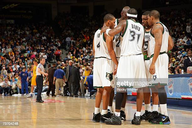 Randy Foye Ricky Davis Rashad McCants Craig Smith and Kevin Garnett of the Minnesota Timberwolves huddle midcourt during the NBA game against the...