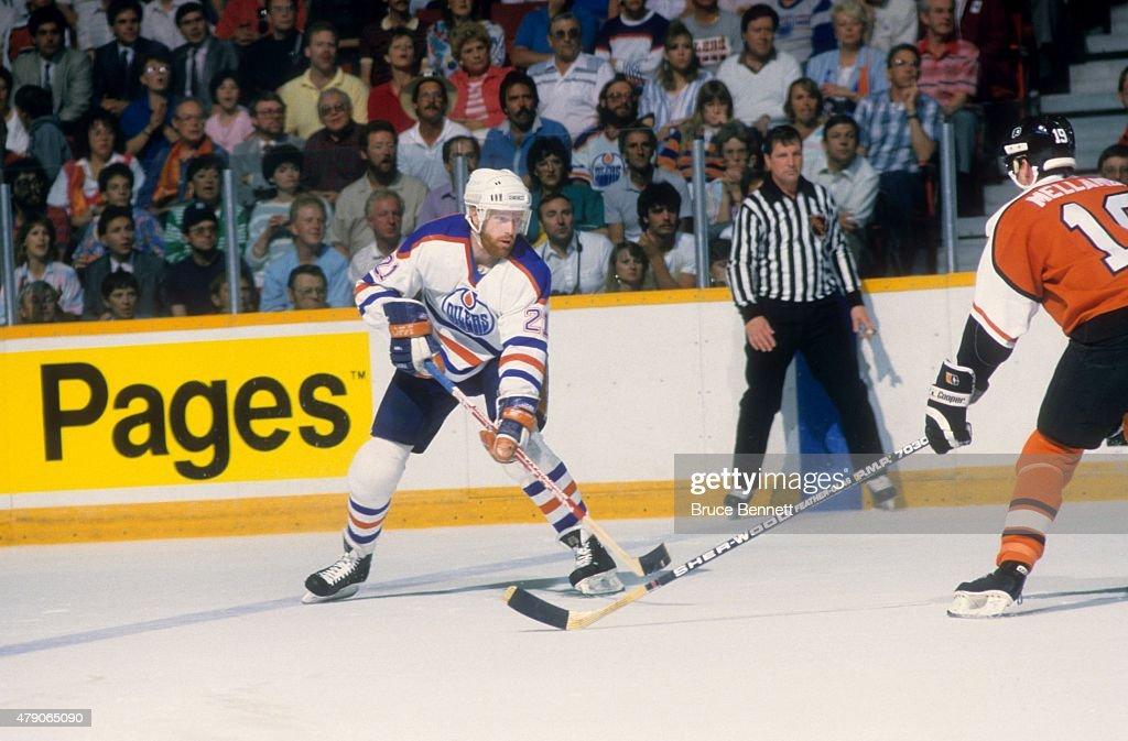 1987 Stanley Cup Finals - Game 5:  Philadelphia Flyers v Edmonton Oilers : News Photo