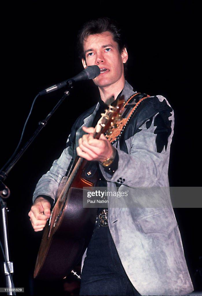 Randy Travis in Concert - December 13, 1986 : News Photo