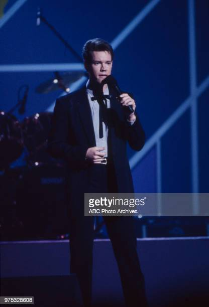Randy Travis performing on the 17th Annual American Music Awards Shrine Auditorium January 22 1990