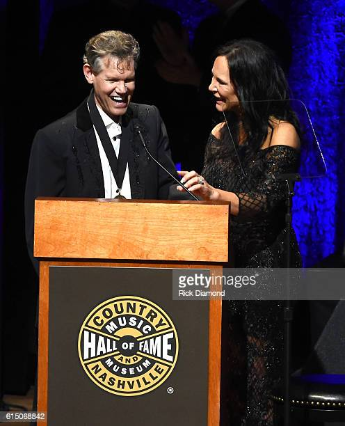 Randy Travis sings 'Amazing Grace' with wife Mary Travis during the 2016 Medallion Ceremony at Country Music Hall of Fame and Museum on October 16...