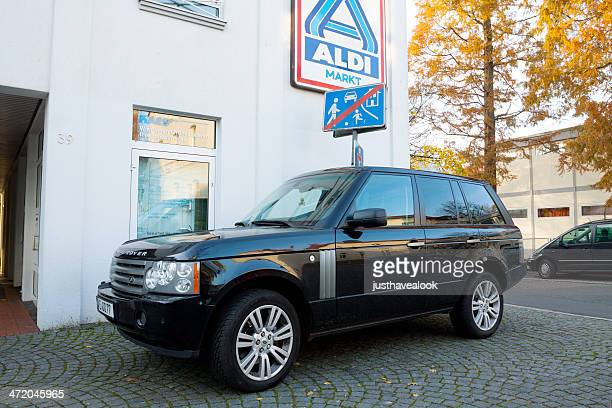 range rover discovery - range rover stock pictures, royalty-free photos & images