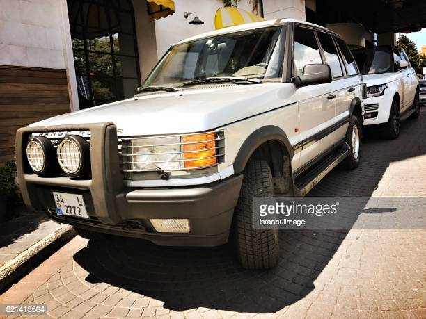 range rover parking in the street - range rover stock pictures, royalty-free photos & images
