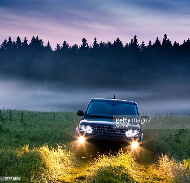 range rover sport in misty morning - range rover stock pictures, royalty-free photos & images