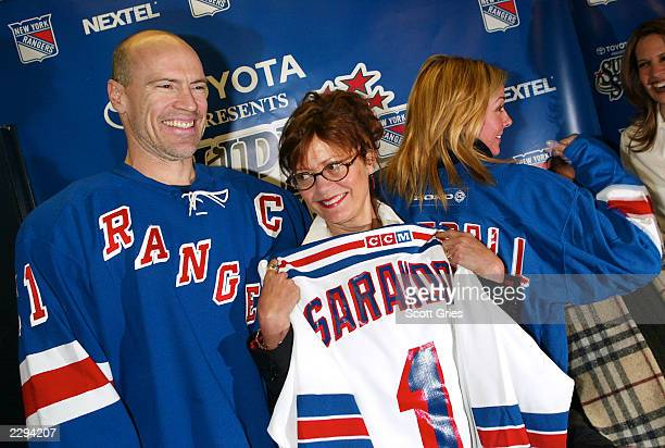 NY Ranger Mark Messier with Susan Sarandon and Kim Cattrall during the 5th annual chariy hockey event SuperSkate V hosted by the New York Rangers at...