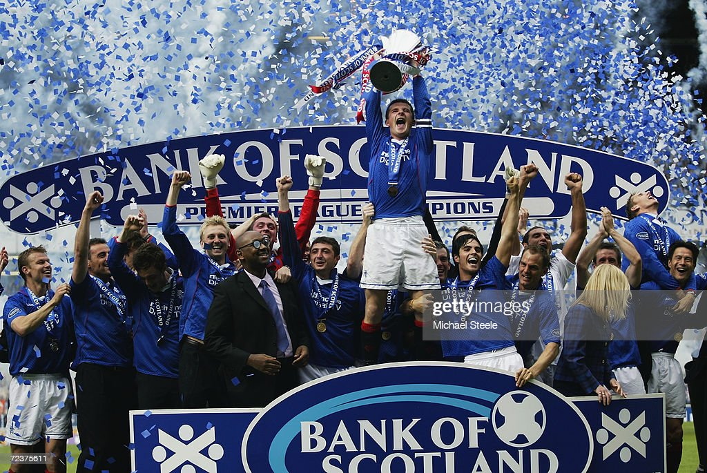 Rangers captain Barry Ferguson lifts the trophy up as he celebrates winning the league with his team-mates : News Photo