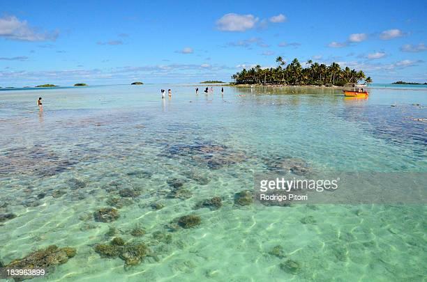 rangiroa - blue lagoon - rodrigo pitorri stockfoto's en -beelden