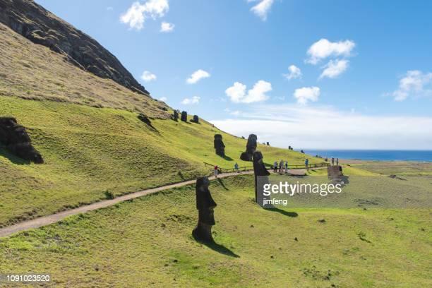 rano raraku in easter island, chile. - rano raraku stock pictures, royalty-free photos & images