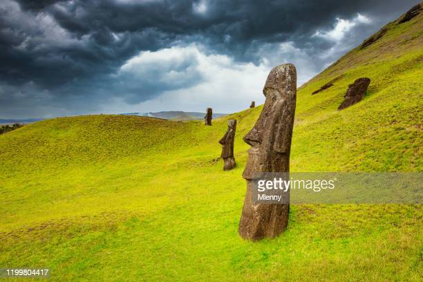 rano raraku moai easter island moai rapa nui chile - mlenny stock pictures, royalty-free photos & images
