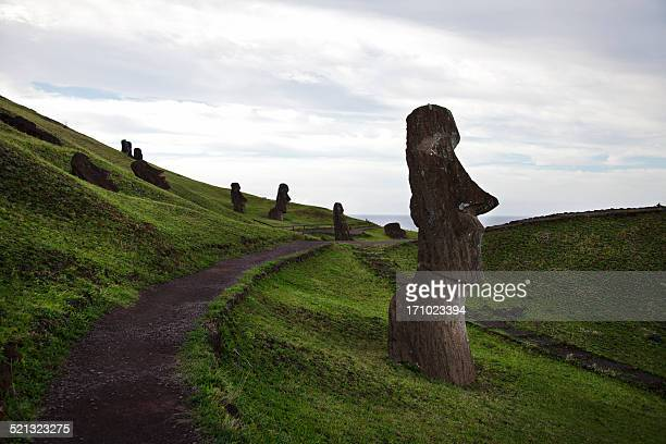 rano raraku moais - easter island - rano raraku stock pictures, royalty-free photos & images