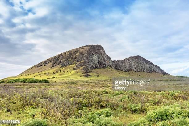 rano raraku vocanic crater rapa nui national park easter island - rano raraku stock pictures, royalty-free photos & images