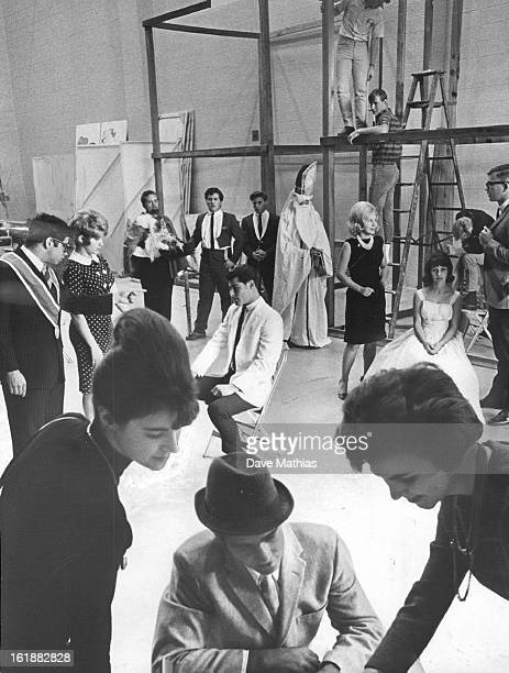 NOV 8 1965 NOV 10 1965 Ranum Students Rehearse Ranum High drama students rehearse Peter Ustinov's comedy Romanoff and Juliet which will be presented...
