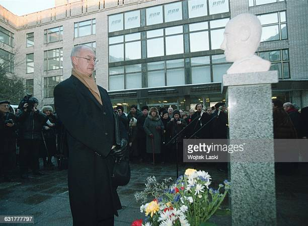 Raoul Wallenberg's relative Jan Wallenberg during the unveiling ceremony of the monument to Raul Wallenberg in Moscow Russia on 18th January 2001