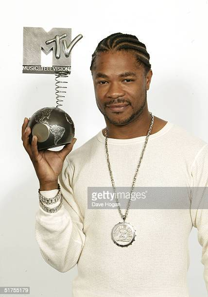 Rap arist Xzibit poses in a studio prior to the MTV European Music Awards 2004 on November 17 2004 at Tor di Valle in Rome Italy Xzibit will be...