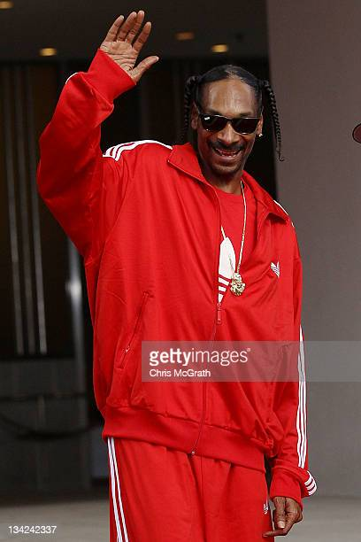 Rap artist Snoop Dogg arrives at the 2011 Mnet Asian Music Awards at the Singapore Indoor Stadium on November 29, 2011 in Singapore.