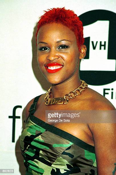 Rap singer Eve attends the 2000 VH1/Vogue Fashion Awards October 20, 2000 at the Theatre at Madison Square Garden in New York City.