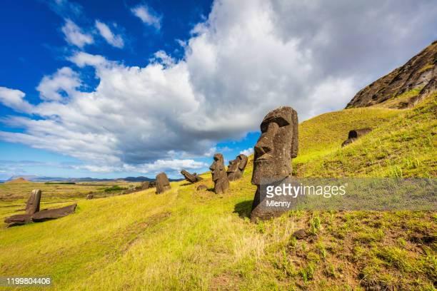 rapa nui rano raraku moai statues easter island - rano raraku stock pictures, royalty-free photos & images