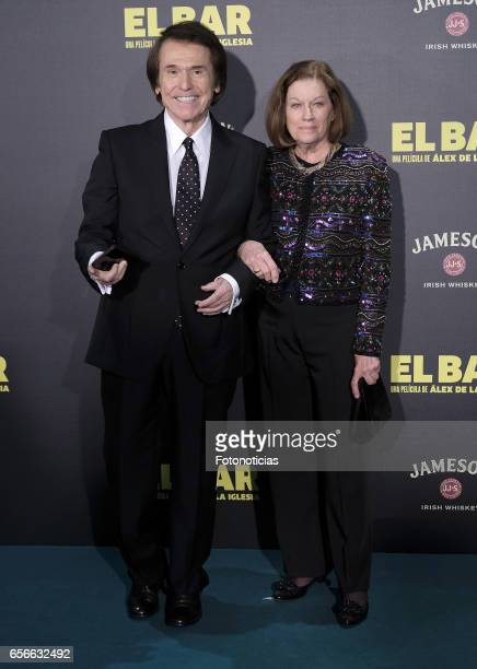 Raphael and Natalia Figueroa attend the 'El Bar' premiere at Callao cinema on March 22 2017 in Madrid Spain