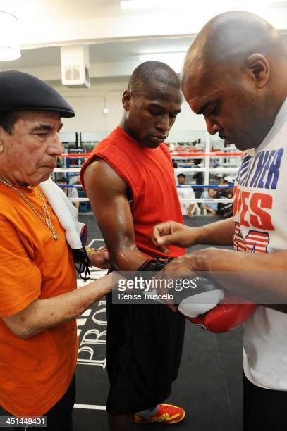 Raphael Garcia and boxer Floyd Mayweather trains at Las Vegas Boxing Gym on June 11, 2009 in Las Vegas, Nevada.