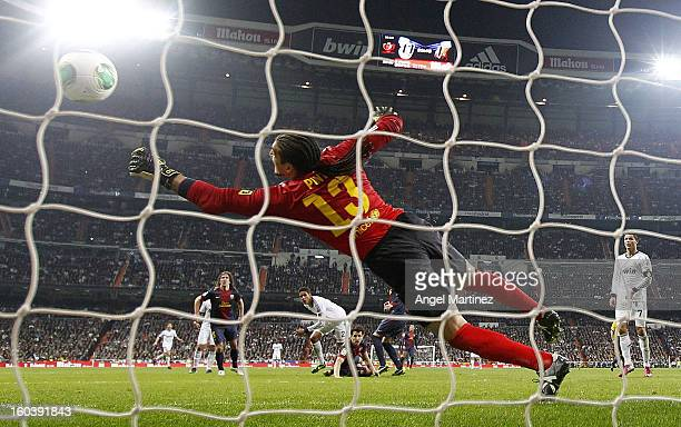 Raphael Varane of Real Madrid socres past Jose Manuel Pinto goalkeeper of Barcelona during the Copa del Rey SemiFinal first leg match between Real...