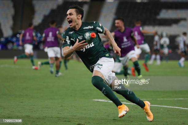 Raphael Veiga of Palmeiras celebrates after the final of Copa CONMEBOL Libertadores 2020 between Palmeiras and Santos at Maracanã Stadium on January...