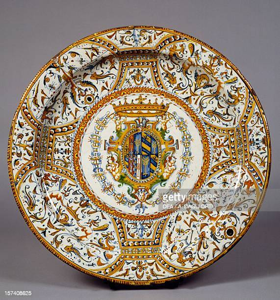 Raphaelesque decorated plate with the coat of arms of Duchy of Urbino made for the wedding of Filippo Maria II and Livia della Rovere ceramic Urbino...