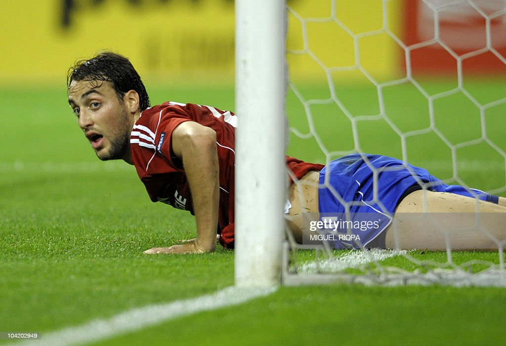 Rapid Vienna's forward Atdhe Nuhiu reacts after loosing a chance to score a goal against FC Porto during their UEFA Europa League football match at the Dragao Stadium in Porto, on September 16, 2010.